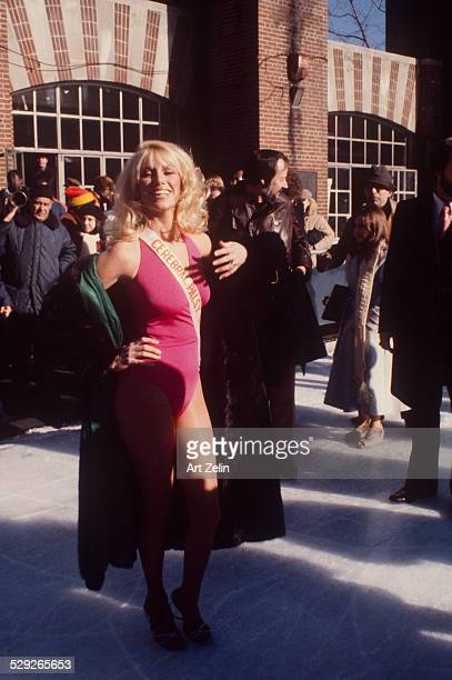 Suzanne Somers posing in Central Park promoting a Cerebral Palsy Telethon 1978