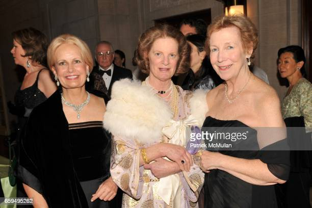Suzette Smith Helen Clay Chace and Anne Poulet attend The FRICK COLLECTION AUTUMN DINNER Honoring PHILIPPE DE MONTEBELLO at The Frick Collection on...