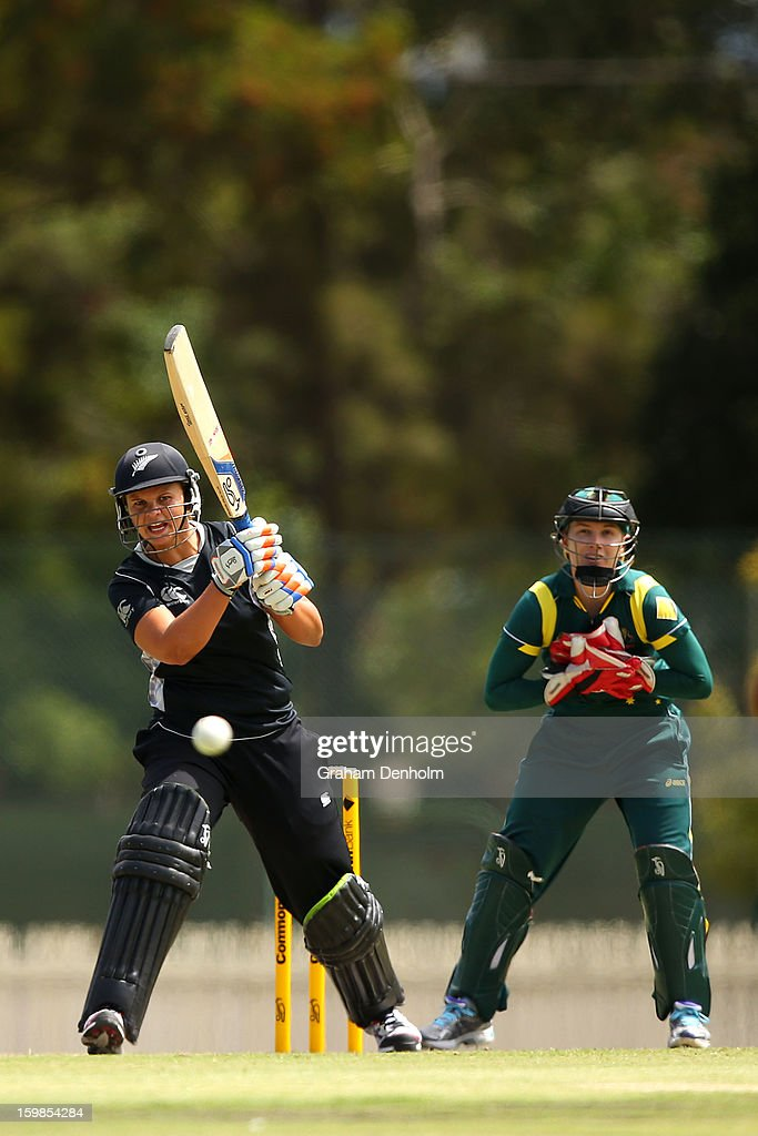 Suzie Bates of New Zealand (L) bats during the Women's International Twenty20 match between the Australian Southern Stars and New Zealand at Junction Oval on January 22, 2013 in Melbourne, Australia.