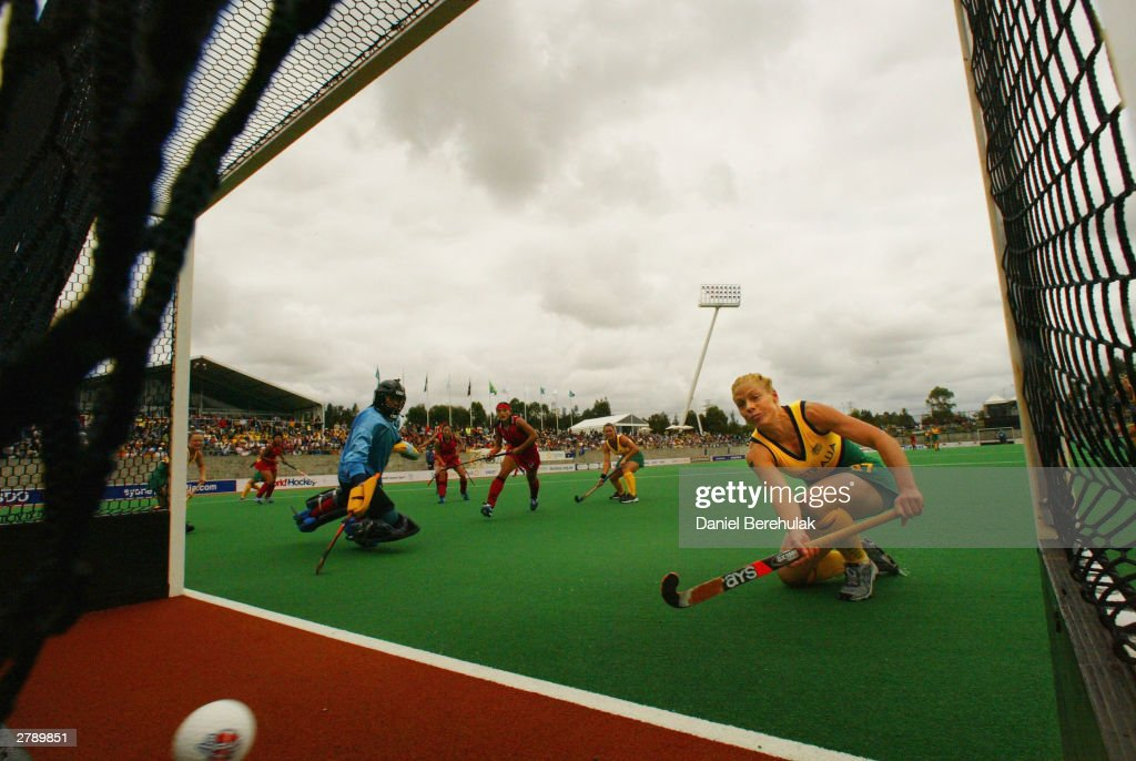 Suzie Faulkner of Australia shoots to score during the BDO Hockey Champions Trophy gold medal match between Australia and China at the Sydney Olympic...