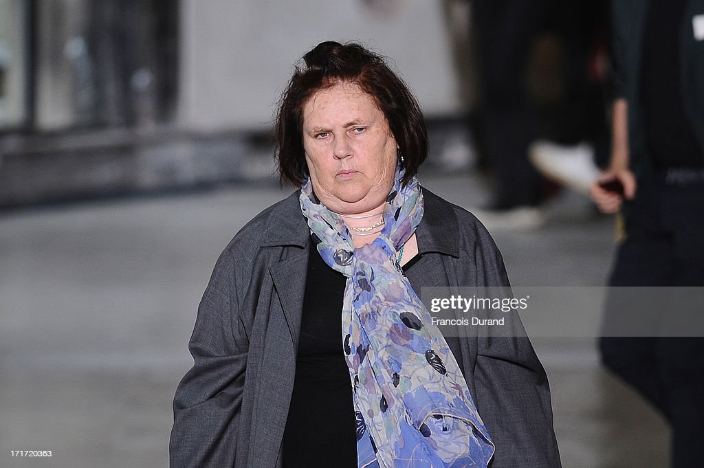 <a gi-track='captionPersonalityLinkClicked' href=/galleries/search?phrase=Suzy+Menkes&family=editorial&specificpeople=816435 ng-click='$event.stopPropagation()'>Suzy Menkes</a> attends the Krisvanassche Menswear Spring/Summer 2014 show as part of the Paris Fashion Week on June 28, 2013 in Paris, France.