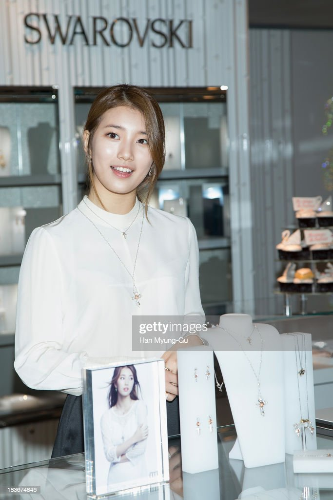 <a gi-track='captionPersonalityLinkClicked' href=/galleries/search?phrase=Suzy+-+Korean+Singer&family=editorial&specificpeople=10100133 ng-click='$event.stopPropagation()'>Suzy</a> of South Korean girl group <a gi-track='captionPersonalityLinkClicked' href=/galleries/search?phrase=Miss+A&family=editorial&specificpeople=7433260 ng-click='$event.stopPropagation()'>Miss A</a> attends Swarovski 'Romeo and Juliet' Collection launch event at Swarovski Shinsa Store on October 8, 2013 in Seoul, South Korea.
