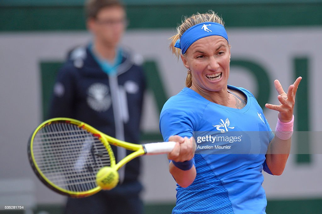 Svelatana Kuznetsova of Russia plays a forehand during her women's singles fourth round match against Garbine Muguruza of Spain on day eight of the 2016 French Open at Roland Garros on May 29, 2016 in Paris, France.