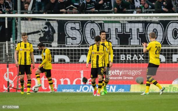 Sven Bender Christian Pulisic and Mikel Merino of Borussia Dortmund during the Bundesliga match between Borussia Moenchengladbach and Borussia...