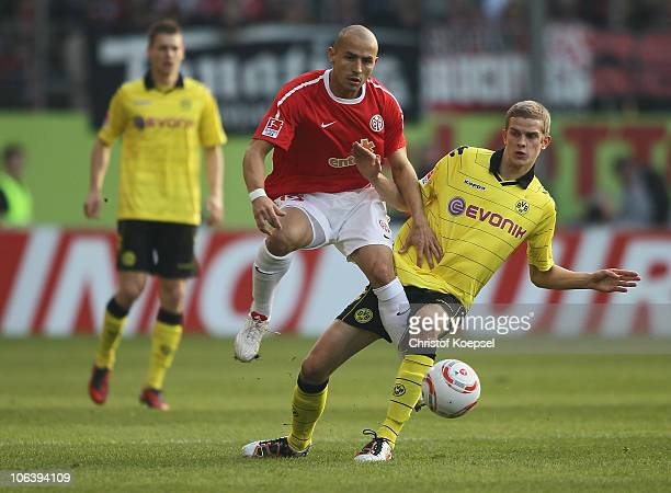 Sven Bender of Dortmund challenges Elkin Soto of Mainz during the Bundesliga match between FSV Mainz 05 and Borussia Dortmund at Bruchweg Stadium on...