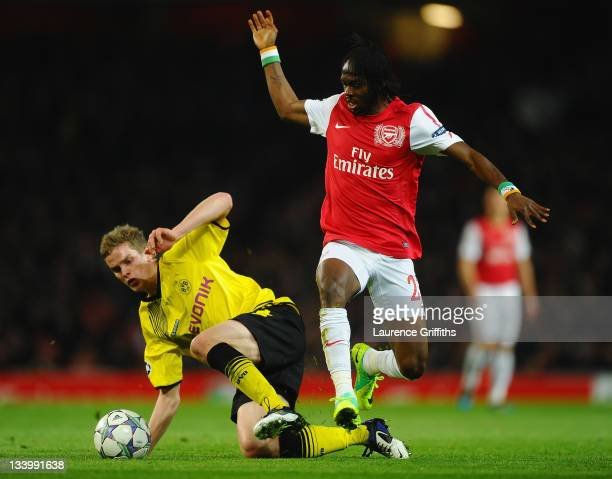 Sven Bender of Dortmund tackles Gervinho of Arsenal during the UEFA Champions League Group F match between Arsenal FC and Borussia Dortmund at...