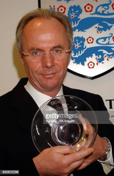 Sven GoranEriksson with his England Coach of the Year 2001 award presented by Sports Coach UK at the FA headquarters in Soho Square London The...