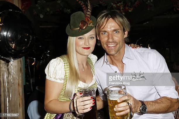 Sven Hannawald Mit Freundin Marie Therese Müller Beim Almauftrieb Im Käferzelt Auf Dem Oktoberfest In München