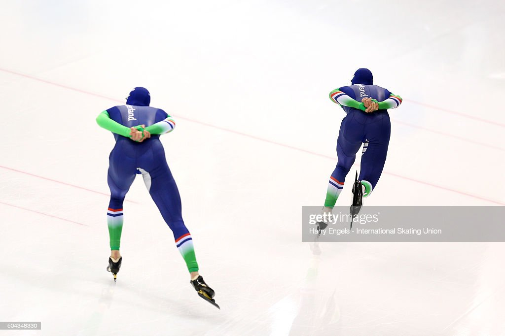 <a gi-track='captionPersonalityLinkClicked' href=/galleries/search?phrase=Sven+Kramer&family=editorial&specificpeople=769363 ng-click='$event.stopPropagation()'>Sven Kramer</a> (R) and <a gi-track='captionPersonalityLinkClicked' href=/galleries/search?phrase=Jan+Blokhuijsen&family=editorial&specificpeople=4900694 ng-click='$event.stopPropagation()'>Jan Blokhuijsen</a> of the Netherlands (L) compete in the Men's 10000m on day two of the ISU European Speed Skating Championships at the Minsk Arena on January 10, 2016 in Minsk, Belarus.