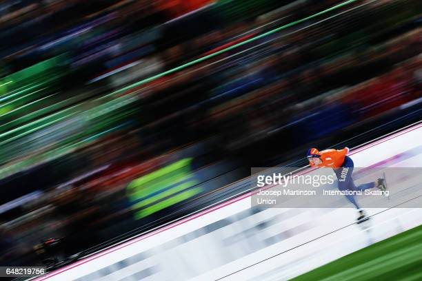 Sven Kramer of Netherlands competes in the Men's 1500m during day two of the World Allround Speed Skating Championships at Hamar Olympic Hall on...