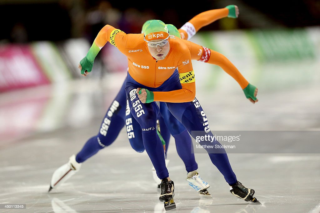 <a gi-track='captionPersonalityLinkClicked' href=/galleries/search?phrase=Sven+Kramer&family=editorial&specificpeople=769363 ng-click='$event.stopPropagation()'>Sven Kramer</a> of the Netherlands leads his teammates Koen Verweij (red armband) and Jan Blokhuijsen (white armband) in the men's Team Pursuit during the Essent ISU Long Track World Cup at the Utah Olympic Oval on November 16, 2013 in Salt Lake City, Utah. The team set a world record with a time of 3:35:60.