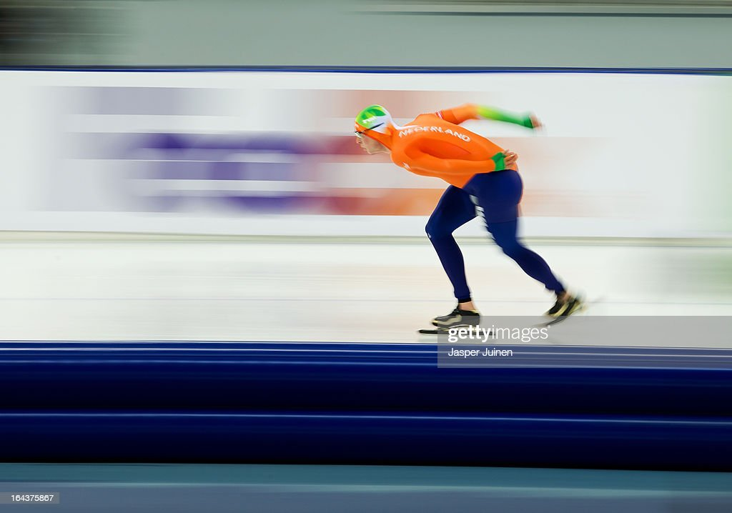 <a gi-track='captionPersonalityLinkClicked' href=/galleries/search?phrase=Sven+Kramer&family=editorial&specificpeople=769363 ng-click='$event.stopPropagation()'>Sven Kramer</a> of the Netherlands rounds a curve during the 10000m race on day three of the Essent ISU World Single Distances Speed Skating Championships at the Adler Arena Skating Center on March 23, 2013 in Sochi, Russia.