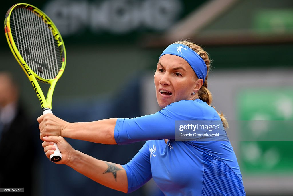 <a gi-track='captionPersonalityLinkClicked' href=/galleries/search?phrase=Svetlana+Kuznetsova&family=editorial&specificpeople=167249 ng-click='$event.stopPropagation()'>Svetlana Kuznetsova</a> of Russia hits a backhand during the Ladies Singles fourth round match against Garbine Muguruzu of Spain on day eight of the 2016 French Open at Roland Garros on May 29, 2016 in Paris, France.