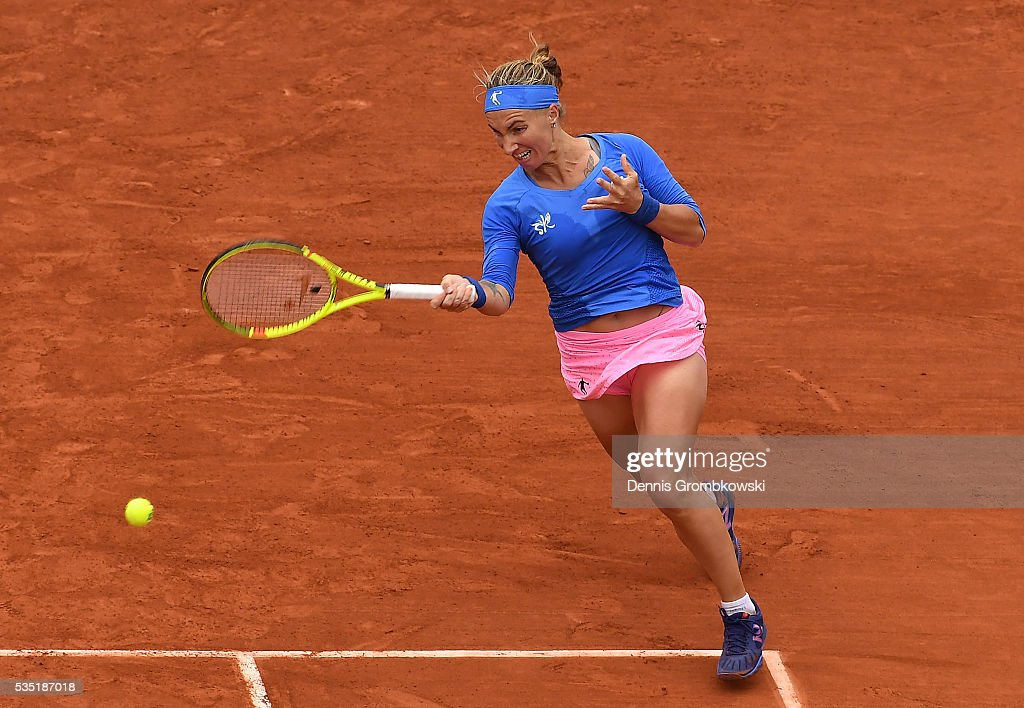 <a gi-track='captionPersonalityLinkClicked' href=/galleries/search?phrase=Svetlana+Kuznetsova&family=editorial&specificpeople=167249 ng-click='$event.stopPropagation()'>Svetlana Kuznetsova</a> of Russia hits a forehand during the Ladies Singles fourth round match against Garbine Muguruzu of Spain on day eight of the 2016 French Open at Roland Garros on May 29, 2016 in Paris, France.