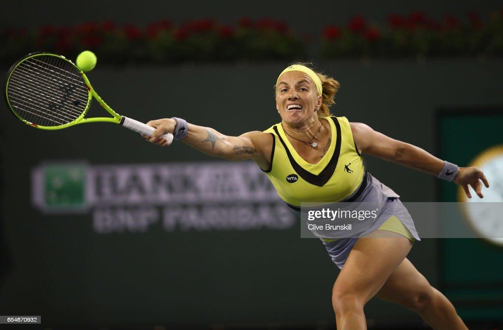Svetlana Kuznetsova of Russia plays a forehand against Karolina Pliskova of the Czech Republic in their semi final match during day twelve of the BNP Paribas Open at Indian Wells Tennis Garden on March 17, 2017 in Indian Wells, California.