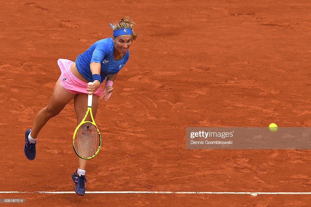 <a gi-track='captionPersonalityLinkClicked' href=/galleries/search?phrase=Svetlana+Kuznetsova&family=editorial&specificpeople=167249 ng-click='$event.stopPropagation()'>Svetlana Kuznetsova</a> of Russia serves during the Ladies Singles fourth round match against Garbine Muguruzu of Spain on day eight of the 2016 French Open at Roland Garros on May 29, 2016 in Paris, France.