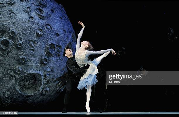 Svetlana Zakharova as Cinderella and the dancers of the Moscow Bolshoi Theatre perform at the Royal Opera House in Covent Garden on August 7 2006 in...