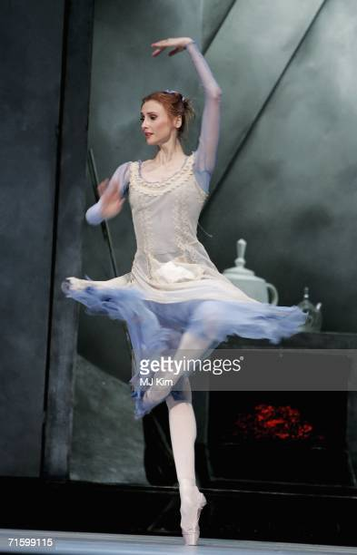 Svetlana Zakharova of the Moscow Bolshoi Theatre in the role of Cinderella performs at the Royal Opera House in Covent Garden on August 7 2006 in...