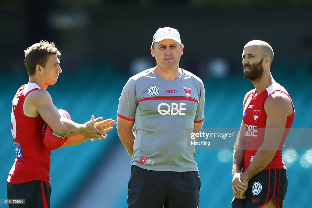 Swans head coach John Longmire (C) speaks to Kieren Jack of the Swans (L) and Jarrad McVeigh of the Swans (R) during a Sydney Swans AFL training session at Sydney Cricket Ground on September 26, 2016 in Sydney, Australia.