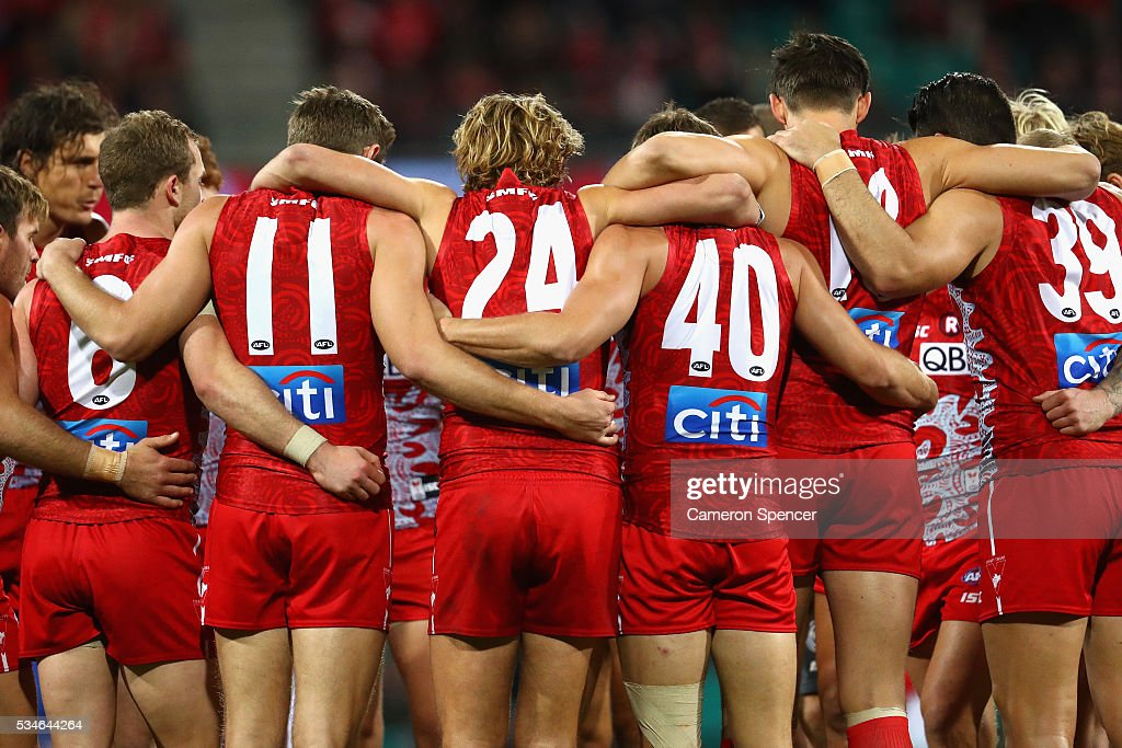 Swans players huddle during the round 10 AFL match between the Sydney Swans and the North Melbourne Kangaroos at Sydney Cricket Ground on May 27, 2016 in Sydney, Australia.