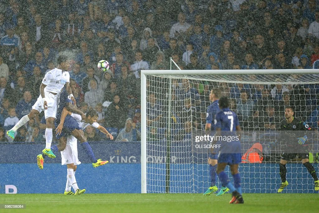 TOPSHOT - Swansea City's Dutch midfielder Leroy Fer (L) scores from a header during the English Premier League football match between Leicester City and Swansea City at King Power Stadium in Leicester, central England on August 27, 2016. / AFP / OLI SCARFF / RESTRICTED TO EDITORIAL USE. No use with unauthorized audio, video, data, fixture lists, club/league logos or 'live' services. Online in-match use limited to 75 images, no video emulation. No use in betting, games or single club/league/player publications. /