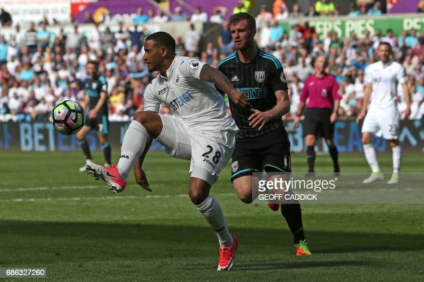 Swansea City's Dutch midfielder Luciano Narsingh controls the ball during the English Premier League football match between Swansea City and West...