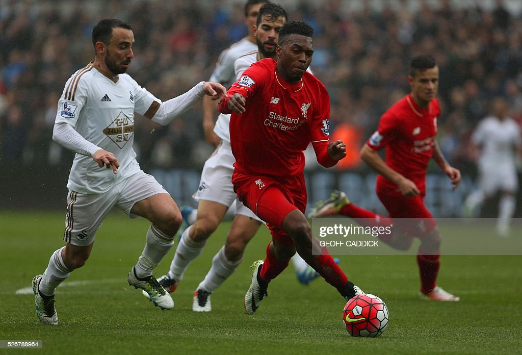 Swansea City's English midfielder Leon Britton (L) chases Liverpool's English striker Daniel Sturridge (R) during the English Premier League football match between Swansea City and Liverpool FC at the Liberty Stadium, in Swansea, South Wales, on May 1, 2016. / AFP / GEOFF CADDICK / RESTRICTED TO EDITORIAL USE. No use with unauthorized audio, video, data, fixture lists, club/league logos or 'live' services. Online in-match use limited to 75 images, no video emulation. No use in betting, games or single club/league/player publications. /