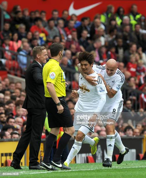 Swansea City's Ki Sungyueng celebrates scoring his side's first goal of the game with teammate Jonjo Shelvey and manager Gary Monk during the...