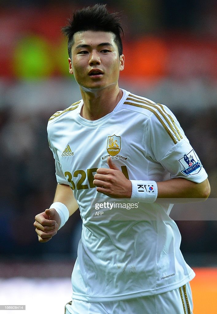"""Swansea City's South Korean midfielder Ki Sung-Yueng looks on during the English Premier League football match between Swansea City and Liverpool at The Liberty stadium in Swansea, south Wales on November 25, 2012. The match ended in a goal-less draw. AFP PHOTO/ANDREW YATES. RESTRICTED TO EDITORIAL USE. No use with unauthorized audio, video, data, fixture lists, club/league logos or """"live"""" services. Online in-match use limited to 45 images, no video emulation. No use in betting, games or single club/league/player publications."""