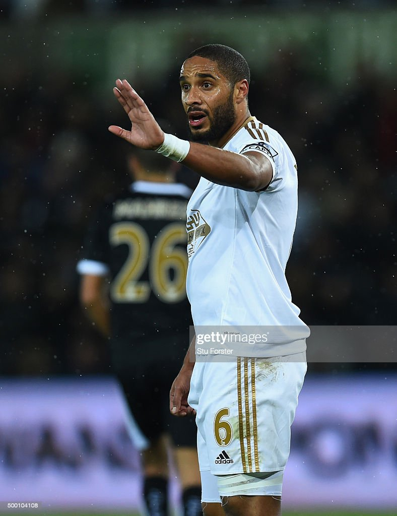 Swansea player <a gi-track='captionPersonalityLinkClicked' href=/galleries/search?phrase=Ashley+Williams+-+Calciatore&family=editorial&specificpeople=13495389 ng-click='$event.stopPropagation()'>Ashley Williams</a> reacts during the Barclays Premier League match between Swansea City and Leicester City at Liberty Stadium on December 5, 2015 in Swansea, Wales.