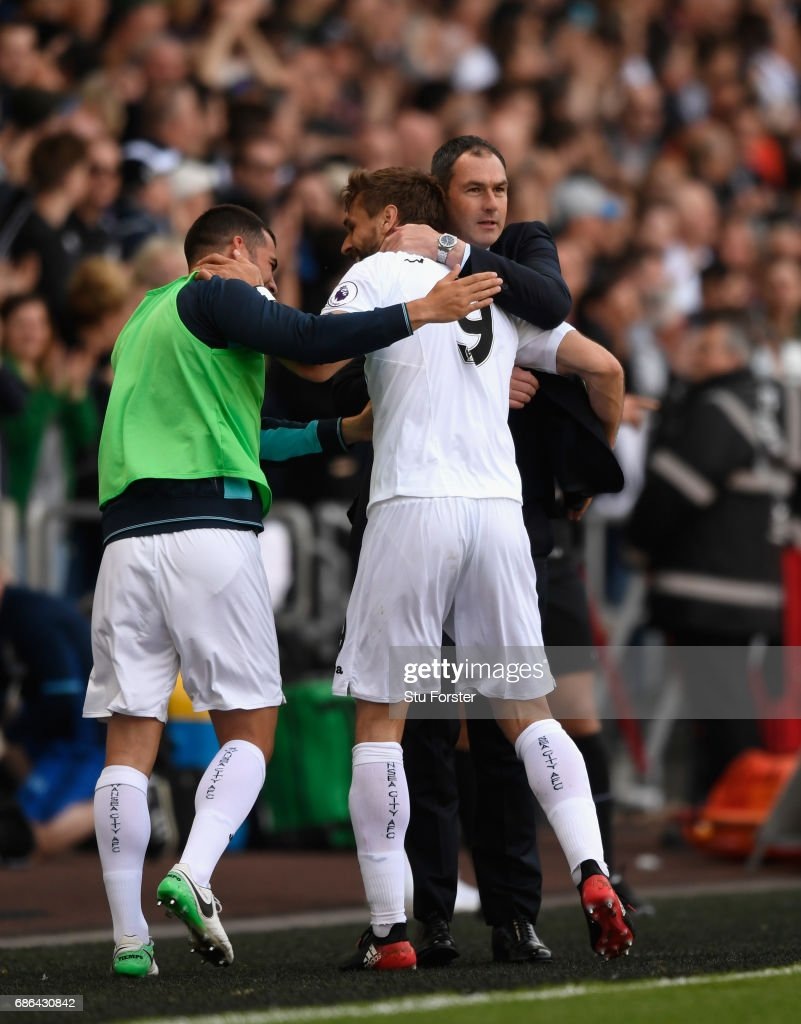Swansea player Fernando Llorente celebrates his and the winning goal with Jordi Amat (l) and head coach Paul Clement during the Premier League match between Swansea City and West Bromwich Albion at Liberty Stadium on May 21, 2017 in Swansea, Wales.