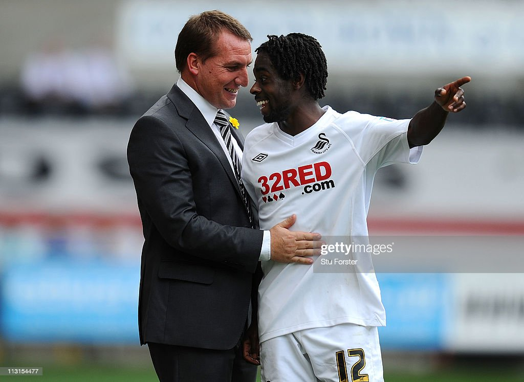Swansea player Nathan Dyer (r) shares a joke with Swansea manager <a gi-track='captionPersonalityLinkClicked' href=/galleries/search?phrase=Brendan+Rodgers+-+Manager+d%27%C3%A9quipe+de+football&family=editorial&specificpeople=5446684 ng-click='$event.stopPropagation()'>Brendan Rodgers</a> during the npower Championship match between Swansea City and Ipswich Town at Liberty Stadium on April 25, 2011 in Swansea, Wales.