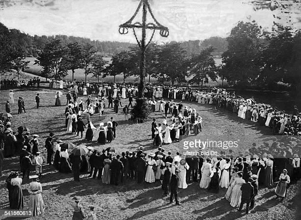 Goteborg Teacher Training Institute Screening of dancing around the Maypole before invited guests of the traditional Midsummer Published by 'Berliner...