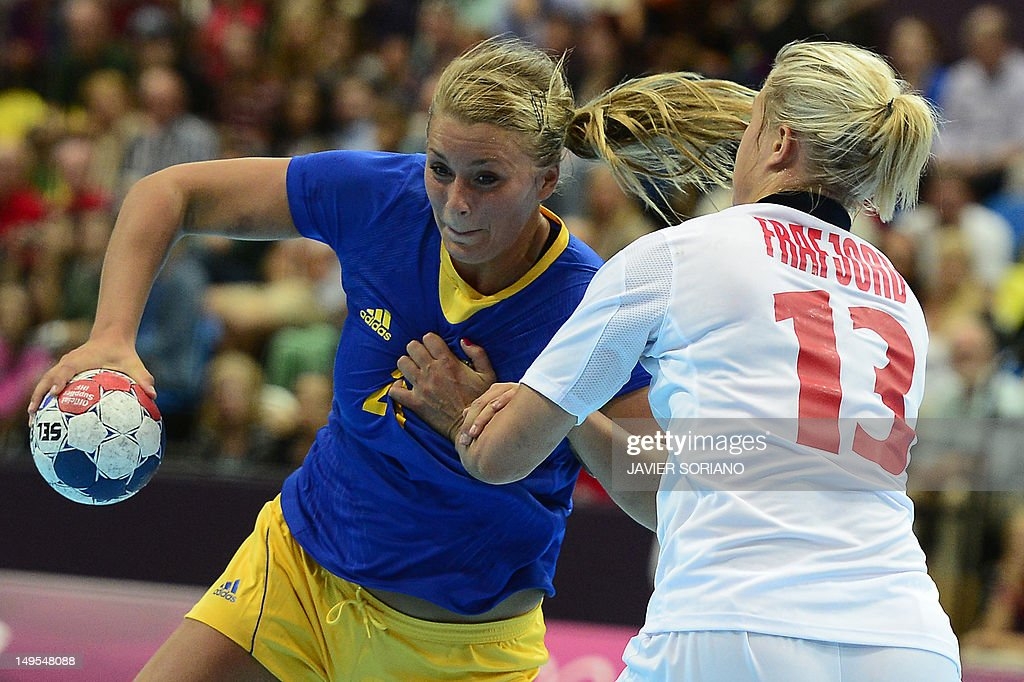 Sweden's centreback Isabelle Gullden (L) vies with a norwegian player during the women's preliminaries Group B handball match Sweden vs Norway for the London 2012 Olympics Games on July 30, 2012 at the Copper Box hall in London. AFP PHOTO/ JAVIER SORIANO