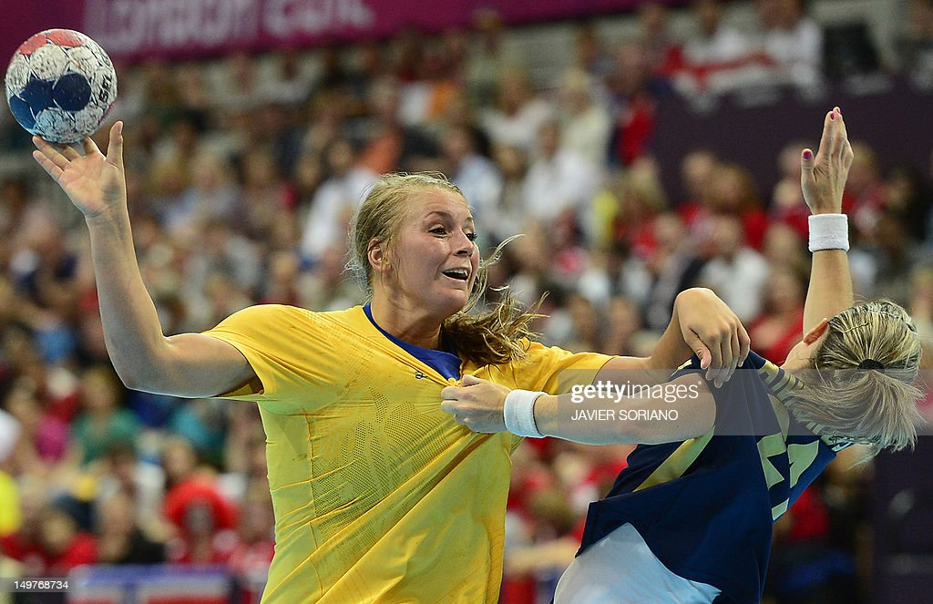 Sweden's centreback Isabelle Gullden (L) vies with a Spanish player during the women's preliminary Group B handball match Spain vs Sweden for the London 2012 Olympics Games on August 3, 2012 at the Copper Box hall in London. Spain won 25-24. AFP PHOTO/ JAVIER SORIANO