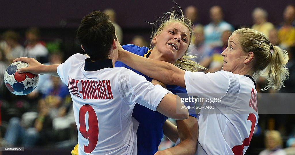 Sweden's centreback Isabelle Gullden (C) vies with norwegian players during the women's preliminaries Group B handball match Sweden vs Norway for the London 2012 Olympics Games on July 30, 2012 at the Copper Box hall in London.