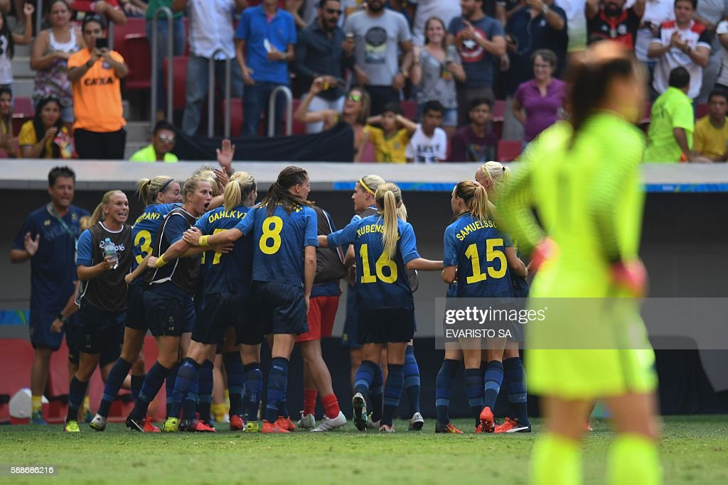 TOPSHOT Sweden's footballers celebrate after scoring against US during the Rio 2016 Olympic Games Quarterfinals women's football match USA vs Sweden...