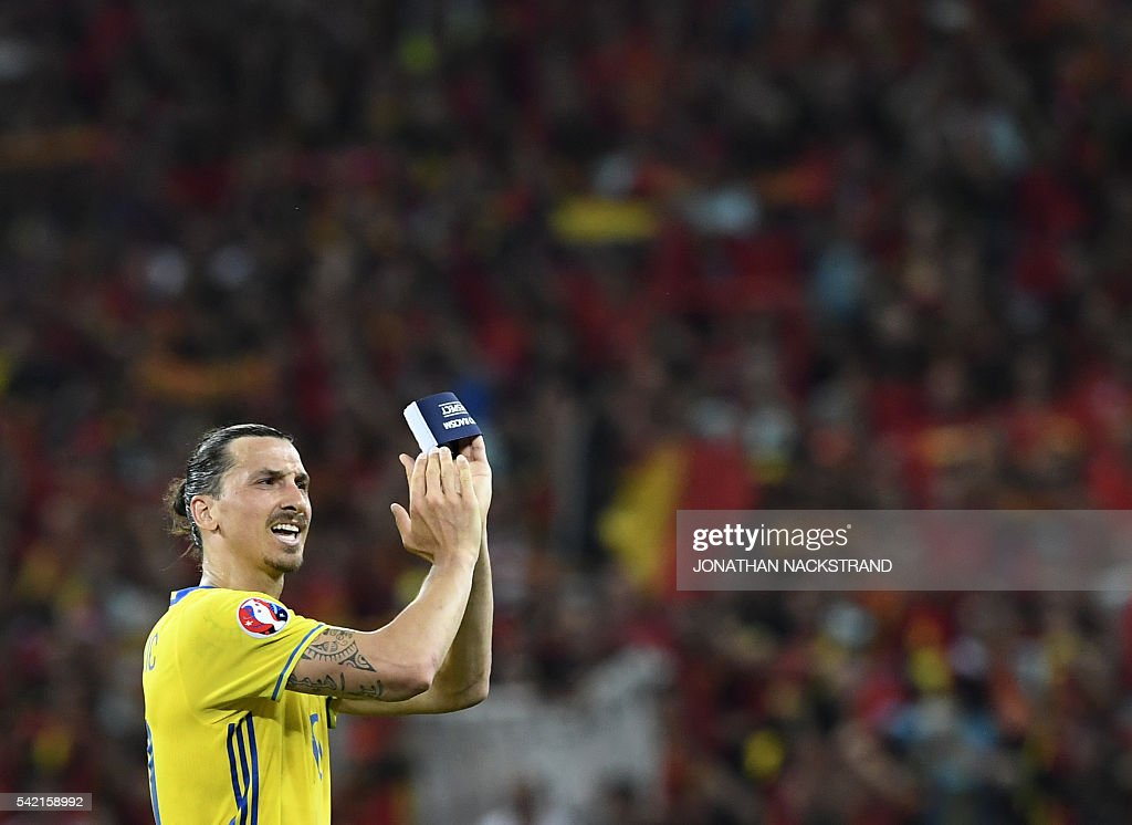 Sweden's forward Zlatan Ibrahimovic applauds to acknowledge the spectators at the end of the Euro 2016 group E football match between Sweden and Belgium at the Allianz Riviera stadium in Nice on June 22, 2016. / AFP / JONATHAN