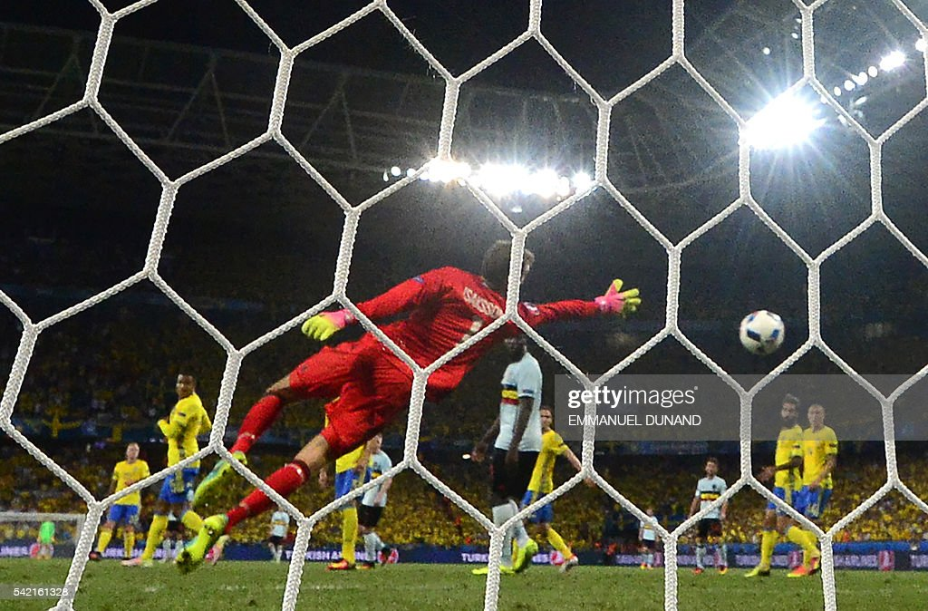 Sweden's goalkeeper Andreas Isaksson dives to unsuccesfully avoid a goal during the Euro 2016 group E football match between Sweden and Belgium at the Allianz Riviera stadium in Nice on June 22, 2016. / AFP / EMMANUEL