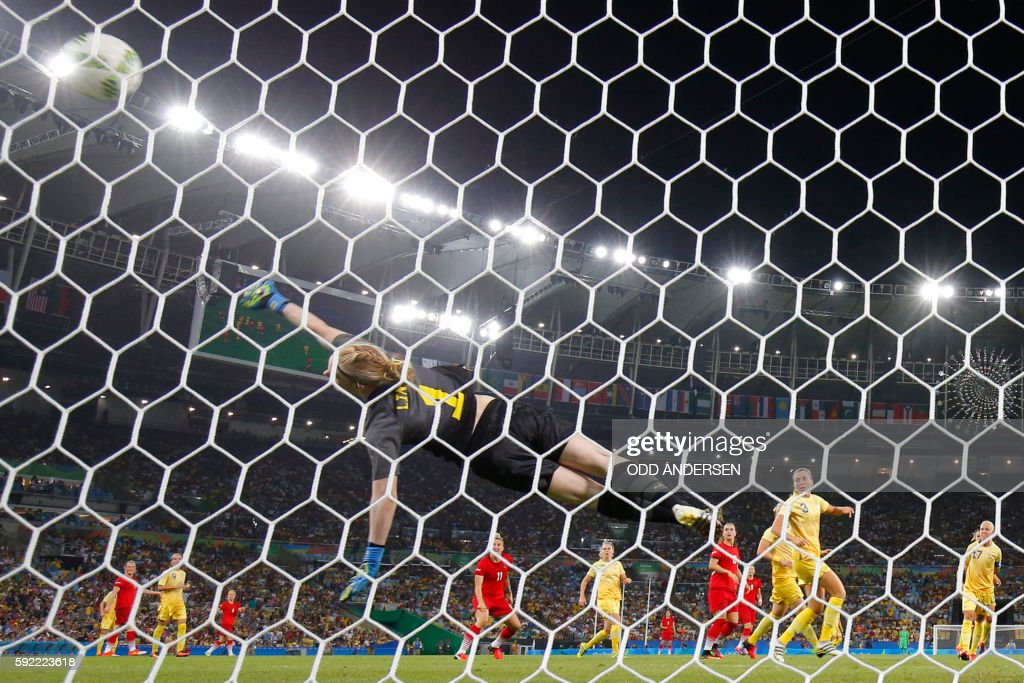 Sweden's goalkeeper Hedvig Lindahl fails to stop the ball scored by Germany's striker Dzsenifer Marozsan (unseen) during the Rio 2016 Olympic Games women's football Gold medal match at the Maracana stadium in Rio de Janeiro, Brazil, on August 19, 2016. / AFP / Odd ANDERSEN