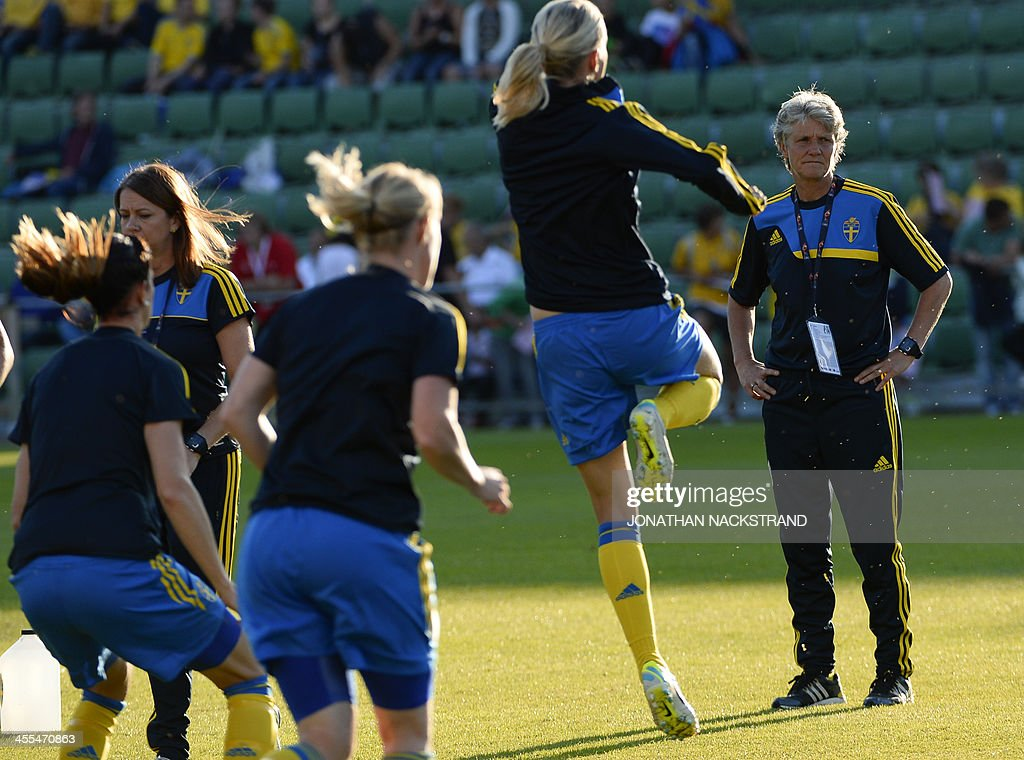 Sweden's head coach Pia Sundhage (R) looks on during her team's warm up prior to the UEFA Women's European Championship Euro 2013 group A football match Sweden vs Italy on July 16, 2013 in Halmstad, Sweden.AFP PHOTO/JONATHAN NACKSTRAND