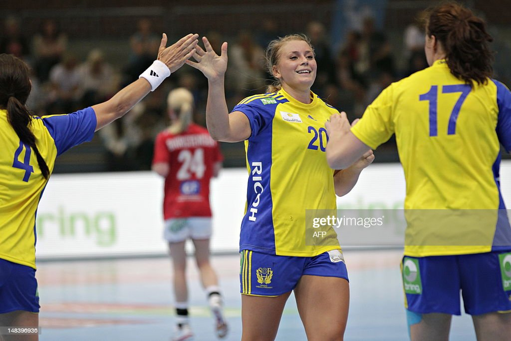 Sweden's Isabelle Gullden (C) celebrates with teammates during the handball match Denmark vs Sweden at the Scandinavian Open in Drammen on July 15, 2012. AFP PHOTO / SCANPIX NORWAY / Anette Karlsen