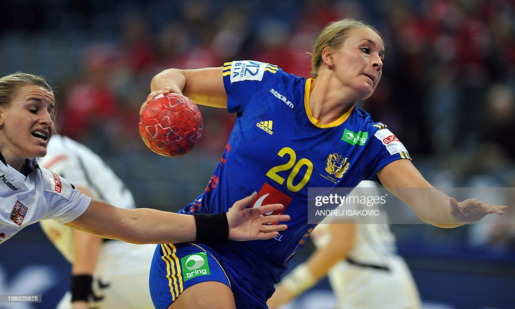 Sweden's Isabelle Gullden (R) vies with Czech's Petra Vitkova (L) during their Women's EHF Euro 2012 Handball Championship match Czech Republic vs Sweden on December 13, 2012, at the Belgrade Arena. AFP PHOTO / ANDREJ ISAKOVIC