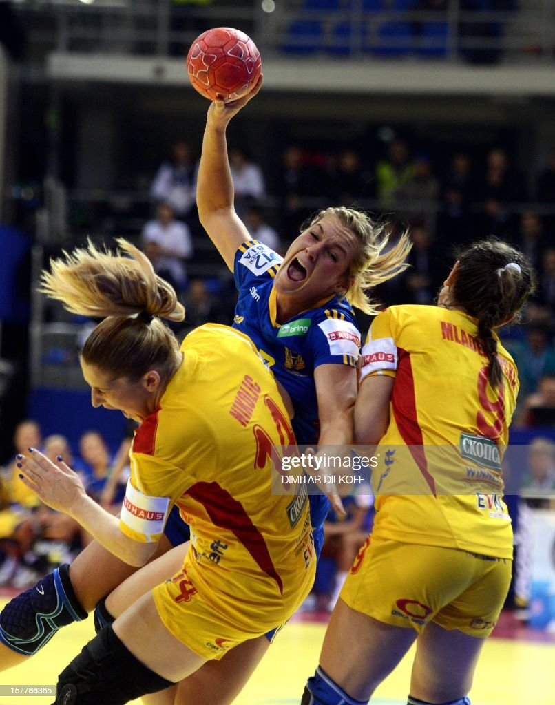 Sweden's Isabelle Gullden (C) vies with Macedonia's Julija Nikolic (L) and Natasha Mladenovska (R) during the Women's EHF Euro 2012 Handball Championship match in Nis on December 6, 2012. AFP PHOTO / DIMITAR DILKOFF