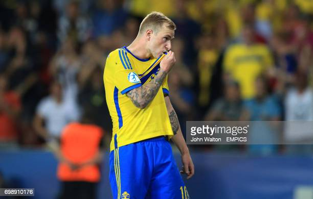 Sweden's John Guidetti kisses his shirt after scoring his penalty during the shootout