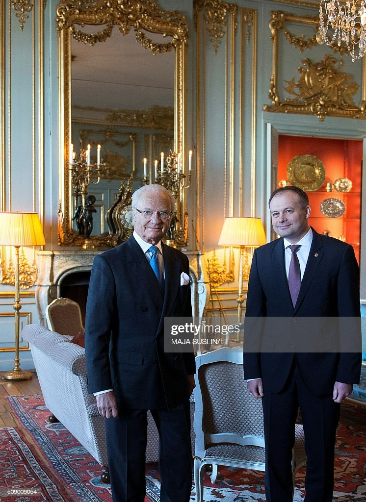 Swedens King Carl Gustaf (L) gives audience for the President of Moldova's parliament Andrian Candu at the Royal Palace in Stockholm, Sweden, on February 8, 2016 / AFP / TT NEWS AGENCY / Maja Suslin/TT / Sweden OUT