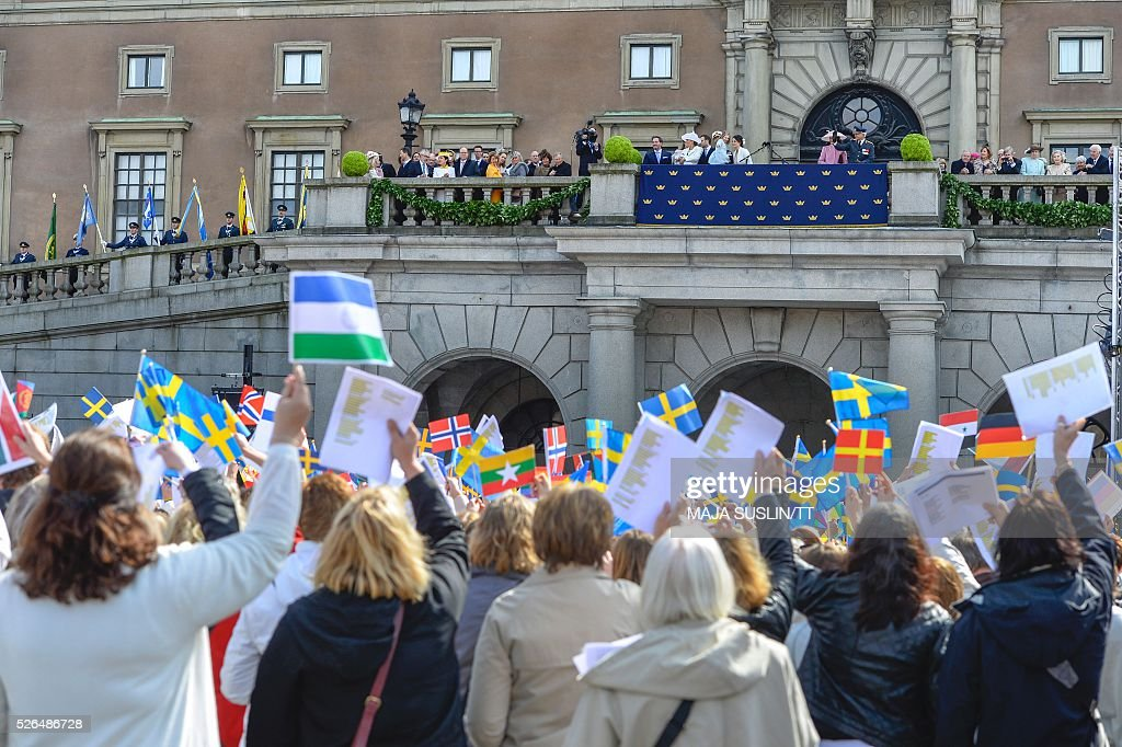 Sweden's King Carl XVI Gustaf, surrounded by family and relatives, adresses the wellwishers at the Royal Palace in Stockholm, Sweden, during the King's 70th birthday celebrations April 30, 2016. / AFP / TT NYHETSBYR��N AND TT News Agency / Maja Suslin/TT / Sweden OUT