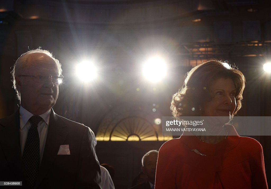 Sweden's Queen Silvia (R) and King Carl XVI Gustaf (L) arrive to attend the opening session of the Global Child Forum on South East Asia in Kuala Lumpur on May 5, 2016. / AFP / MANAN