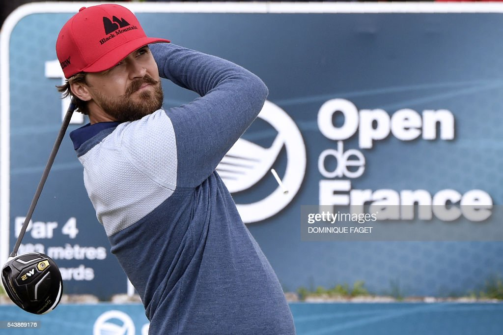 Sweden's Rikard Karlberg plays off the 1st tee during the first round of the 100th French Golf Open on July 30, 2016 at Le Golf National in Guyancourt, near Paris. / AFP / DOMINIQUE