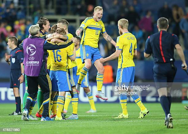 Sweden's Simon Tibbling celebrates with his teammates after the UEFA Under21 European Championship 2015 group B match between Sweden and Portugal on...
